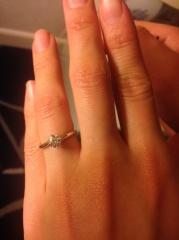 【ラザール ダイヤモンド(LAZARE DIAMOND)の口コミ】 婚約指輪選びは、夫に一任。ブランドよりダイヤモンドの質が高いものを、と…