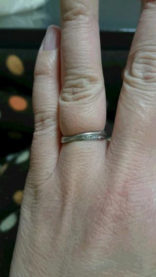 【MAHARAJA DIAMOND(マハラジャダイヤモンド)の口コミ】 毎日はめていたい指輪だったので使いやすいのを選びました。石が大きくて…