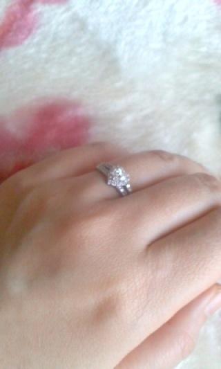 【ジュエリーツツミ(JEWELRY TSUTSUMI)の口コミ】 色々と婚約指輪を検討しましたが、私も彼も人見知りということからツツミジ…