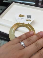 【カオキ ダイヤモンド専門卸直営店 の口コミ】 ゼクシィで見かけて、一目で気に入りました。店長さんがデザインをされたよ…