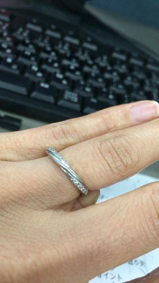 【銀座ダイヤモンドシライシの口コミ】 ゼクシィに掲載されていたのを見て気になっていたので、結婚指輪選びの最…