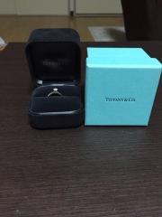 【ティファニー(Tiffany & Co.)の口コミ】 ザ・王道な婚約指輪希望でした。一粒ダイヤがキラリと光るシンプルかつ豪華…