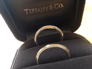 【ティファニー(Tiffany & Co.)の口コミ】 ずっと身に着ける物なのでシンプルなリングを探しており、 シンプルな中で…