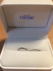 【ジュエリーツツミ(JEWELRY TSUTSUMI)の口コミ】 ジュエリーツツミの婚約指輪をプレゼントしてもらったので、それに合うデザ…