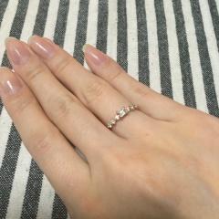 【ORECCHIO(オレッキオ)の口コミ】 婚約指輪には珍しいエメラルドカットが気に入って購入しました。 デザイン…