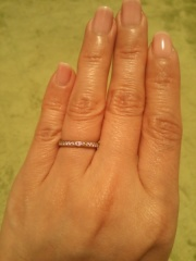 【ティファニー(Tiffany & Co.)の口コミ】 もう若くない年齢だったので、ダイヤモンドが付いていて、マリッジリングだ…