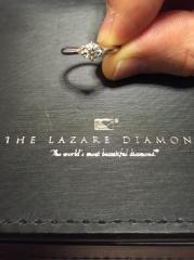 【ラザール ダイヤモンド(LAZARE DIAMOND)の口コミ】 ダイアモンドの輝きが他のブランドと比べて段違いに綺麗でした。 真っ暗な…