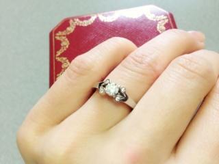 【カルティエ(Cartier)の口コミ】 元々可愛らしいデザインが好きで、雑誌で見た時から婚約指輪は絶対これと決…
