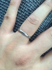 【銀座ダイヤモンドシライシの口コミ】 沢山指輪のデザインある中でシンプルでありながら流線型のデザインが入って…