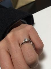 【SIND BAD(シンドバット)の口コミ】 探していたシンプルなデザインと、品質が良く、綺麗なダイヤモンドが決め…
