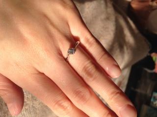 【4℃(ヨンドシー)の口コミ】 主人か選んでくれました。リング部分がS字になっていて、普通の指輪じゃ特…