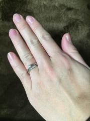 【エクセルコダイヤモンド(EXELCO DIAMOND)の口コミ】 婚約指輪、結婚指輪の両方にダイヤモンドがあしらっていてデザインがとても…