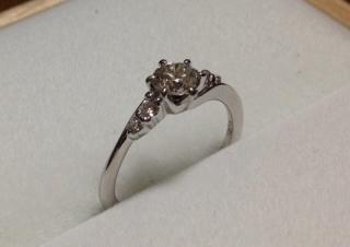 【宝寿堂(ほうじゅどう)の口コミ】 やっぱりダイヤの大きさと値段でしょう!宝寿堂は宝石卸なので、他の店と…