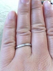 【Something Blue(サムシングブルー)の口コミ】 写真をご覧の通り、私は指が職人系のゴツい感じなので少しでも指が細く長く…