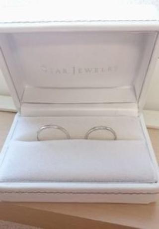 【スタージュエリー(STAR JEWELRY)の口コミ】 ダイヤモンドがたくさん付いてるけど、シルエットがシンプルな結婚指輪が欲…