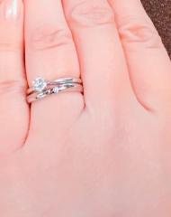 【カオキ ダイヤモンド専門卸直営店の口コミ】 自分の好みのものなら探せましたが、夫(当時は彼)と、お揃いがいいかな…