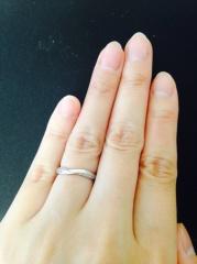 【俄(にわか)の口コミ】 この指輪にした決め手は、まず指輪のラインが綺麗だったこと。 まっすぐの…