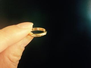 【カルティエ(Cartier)の口コミ】 結婚指輪はシンプルで飽きがこないものでさがしていました。しかし、あま…