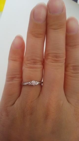 【スタージュエリー(STAR JEWELRY)の口コミ】 ダイヤが3つ付いているデザインです。3つのダイヤは過去、現在、未来を表…