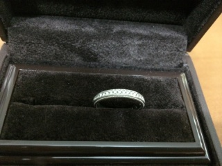 【アイプリモ(I-PRIMO)の口コミ】 婚約指輪を買わなかったのでダイヤのついた結婚指輪を探していました。 デ…