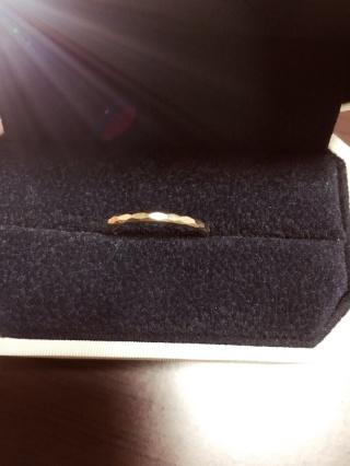 【AHKAH(アーカー)の口コミ】 指輪の色にこだわっており、私と旦那の好きな色であるピンクゴールドの物を…