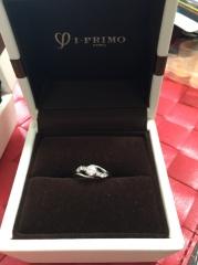 【アイプリモ(I-PRIMO)の口コミ】 種類、組み合わせが豊富で婚約指輪は華やかに見えるもので石がたくさんつい…