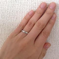 【Cafe Ring(カフェリング)の口コミ】 結婚指輪は男性がしやすいものを選ぼうと思い、夫主導で探していました。特…