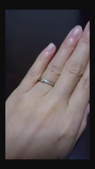 【銀座ダイヤモンドシライシの口コミ】 いろんな指輪をつけて、ダイヤモンドの光具合がギラギラしすぎず、毎日つけ…