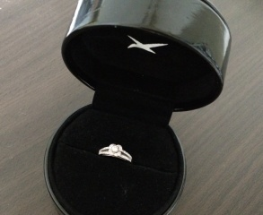 【MAUBOUSSIN(モーブッサン)の口コミ】 婚約指輪として販売しているものを見てまわっていたのですが、二人ともな…