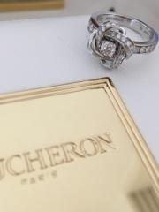【ブシュロン(BOUCHERON)の口コミ】 シンプルな一粒ダイヤは似合わないのでデザイン性のあるものを探しました…