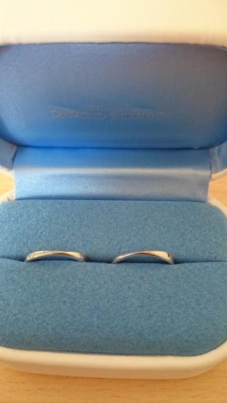 【銀座ダイヤモンドシライシの口コミ】 キレイな曲線の指輪で、指の太さがコンプレックスな私も気に入りました。 …
