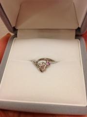 【銀座ダイヤモンドシライシの口コミ】 いわゆる、普通のデザインの婚約指輪ではなく、少し変わったデザインを探し…