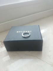 【ブルガリ(BVLGARI)の口コミ】 婚約指輪と同じシリーズで、重ね付けすると、とても存在感がありきれいだ…