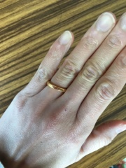 【Chrome Hearts(クロムハーツ)の口コミ】 男性はあまり付けない結婚指輪ですが、主人にも付けてもらいたくてメンズ…