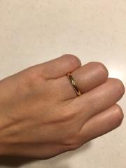 【カルティエ(Cartier)の口コミ】 シンプルなデザインを希望していたので、真ん中にダイヤが少し着いてるこの…