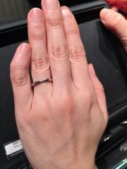 【エクセルコダイヤモンド(EXELCO DIAMOND)の口コミ】 どんな時どんな場所でも一緒の結婚指輪なので、派手すぎずでもダイヤモンド…