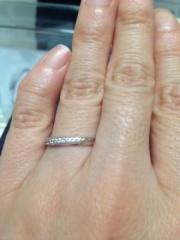 【EmbrasseR purest(アンブラッセピュアレスト)の口コミ】 ストレートにダイヤモンドがナナメのラインで入っています。メレダイヤのま…