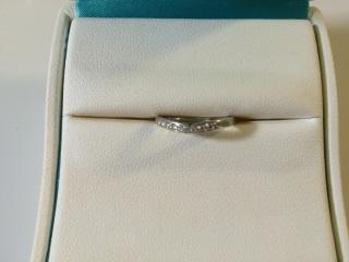 【俄(にわか)の口コミ】 俄というブランドも好きだったし、指輪の曲線も自分の指を長くみせてくれ…