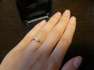 【ティファニー(Tiffany & Co.)の口コミ】 デザインは一粒ダイヤで、まさに「王道」という形を選びました。 派手すぎ…