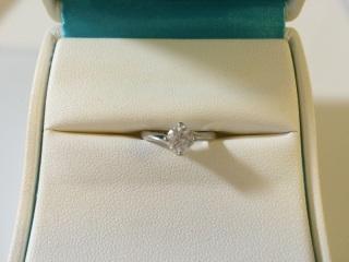 【銀座ダイヤモンドシライシの口コミ】 大きめの一粒ダイヤモンドの婚約指輪がよかったので大満足です。質もいいも…