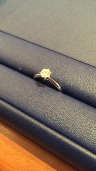 【銀座ダイヤモンドシライシの口コミ】 私の場合、婚約指輪は高級ブランド品よりも、品質が良くカラット数の大きい…