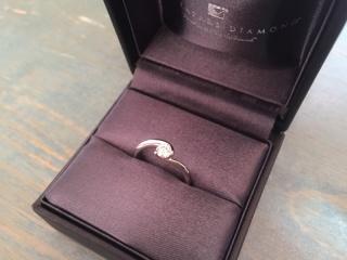 【ラザール ダイヤモンド(LAZARE DIAMOND)の口コミ】 私は指輪を選ぶとき、リングにダイヤがのっている、ザ・婚約指輪というよう…