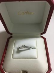 【カルティエ(Cartier)の口コミ】 30万円弱で、一番シンプルな一粒ダイヤタイプです。婚約指輪といえばカル…