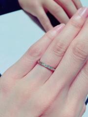 【エクセルコダイヤモンド(EXELCO DIAMOND)の口コミ】 たくさん試着させていただいたのですが、どの指輪よりも指がきれいに見え…