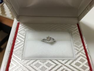 【カオキ ダイヤモンド専門卸直営店 の口コミ】 多くのデザインを取り扱っているセレクトショップでは、土台と宝石がセット…