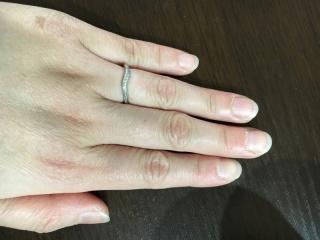 【アイプリモ(I-PRIMO)の口コミ】 全てにダイヤがついていなく、斜めにねじれているような感じのところに一目…