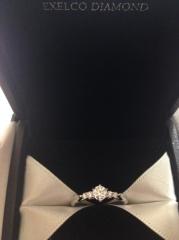 【エクセルコダイヤモンド(EXELCO DIAMOND)の口コミ】 デザインが豊富で どれも素敵な物ばかりでした。 わたしはこのアンサンブ…