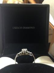 【エクセルコダイヤモンド(EXELCO DIAMOND)の口コミ】 指輪のデザインに惹かれて決めました。 ダイヤモンドの品質は全く知らなか…