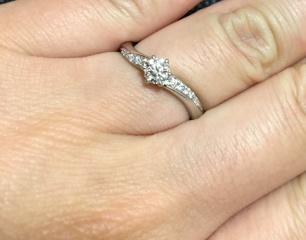 【エクセルコダイヤモンド(EXELCO DIAMOND)の口コミ】 婚約指輪と結婚指輪を重ね付けできる指輪が欲しくて、多くのお店を見ました…