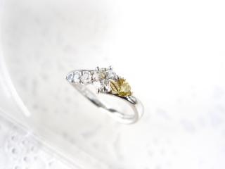【ジュエリームナカタ(Jewelry MUNAKATA)の口コミ】 世界に1つしかない、こだわりの詰まった指輪です。 メインダイヤのカット…